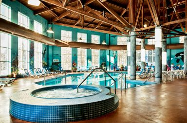 a picture of the indoor pool and hot tub in the Deerhurst hotel